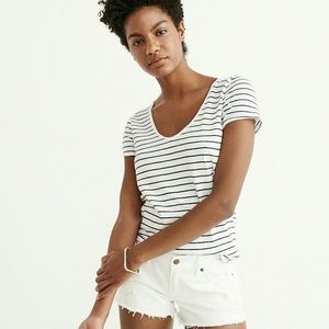 Abercrombie & Fitch Women Relaxed V-Neck Tee White